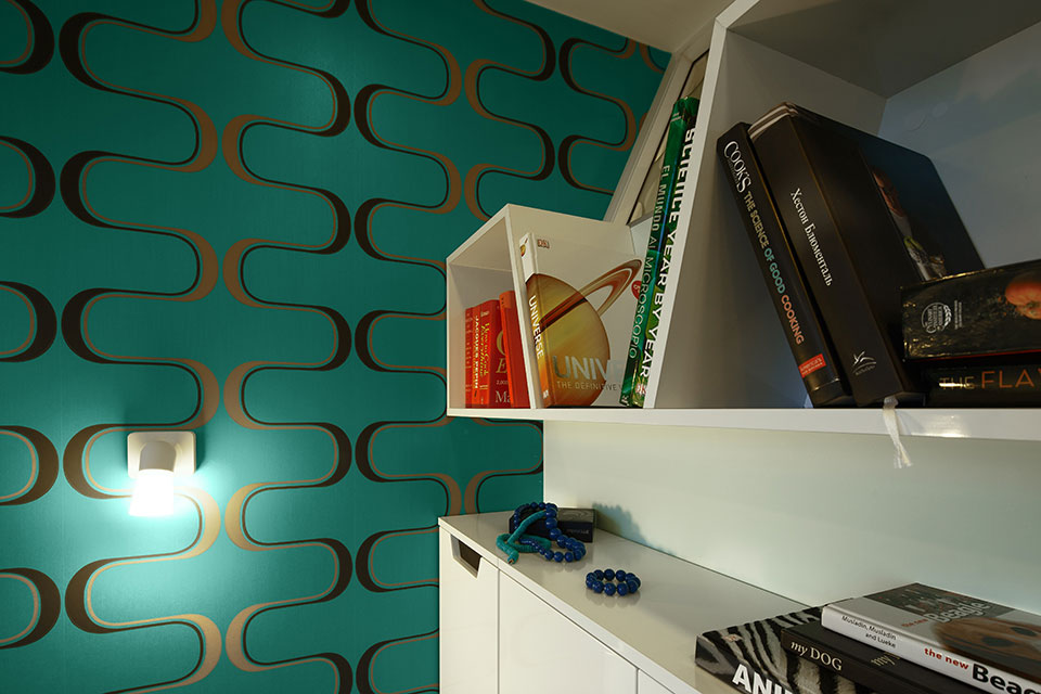книжкові полиці в спальні - дизайн інтер'єру