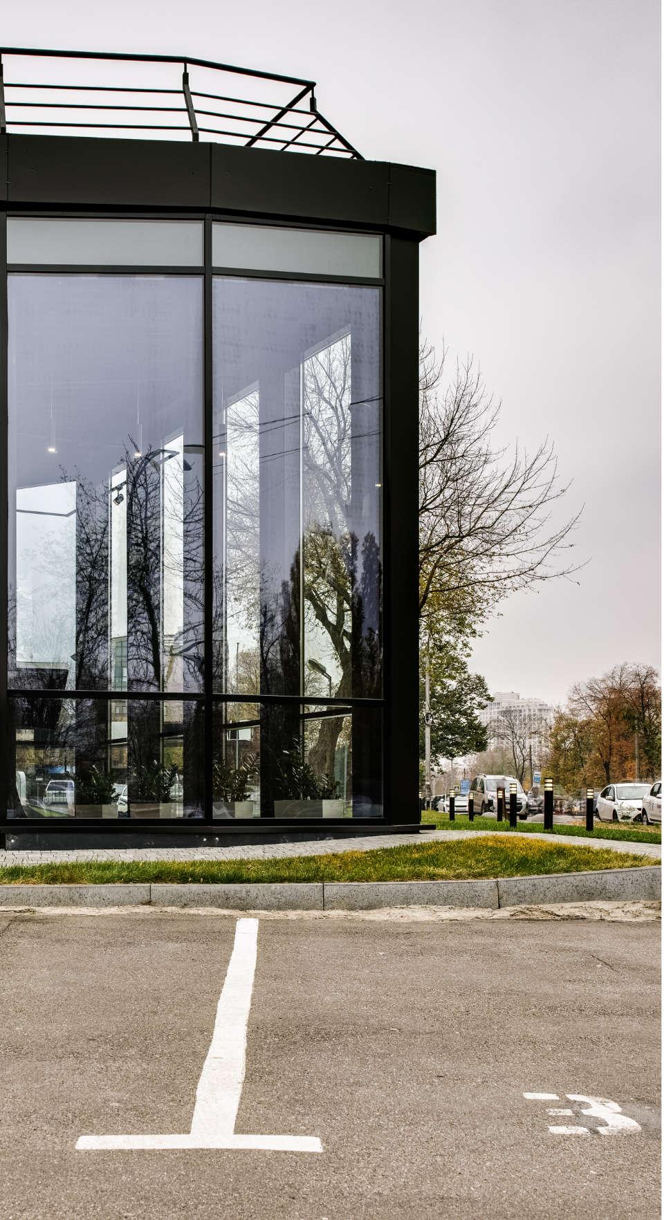 скло в сучасній архітектурі києва на дегтярівській
