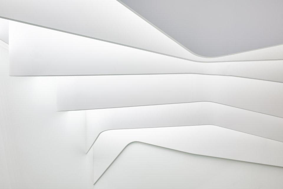 ламелі на стелі в обчислювальній архітектурі