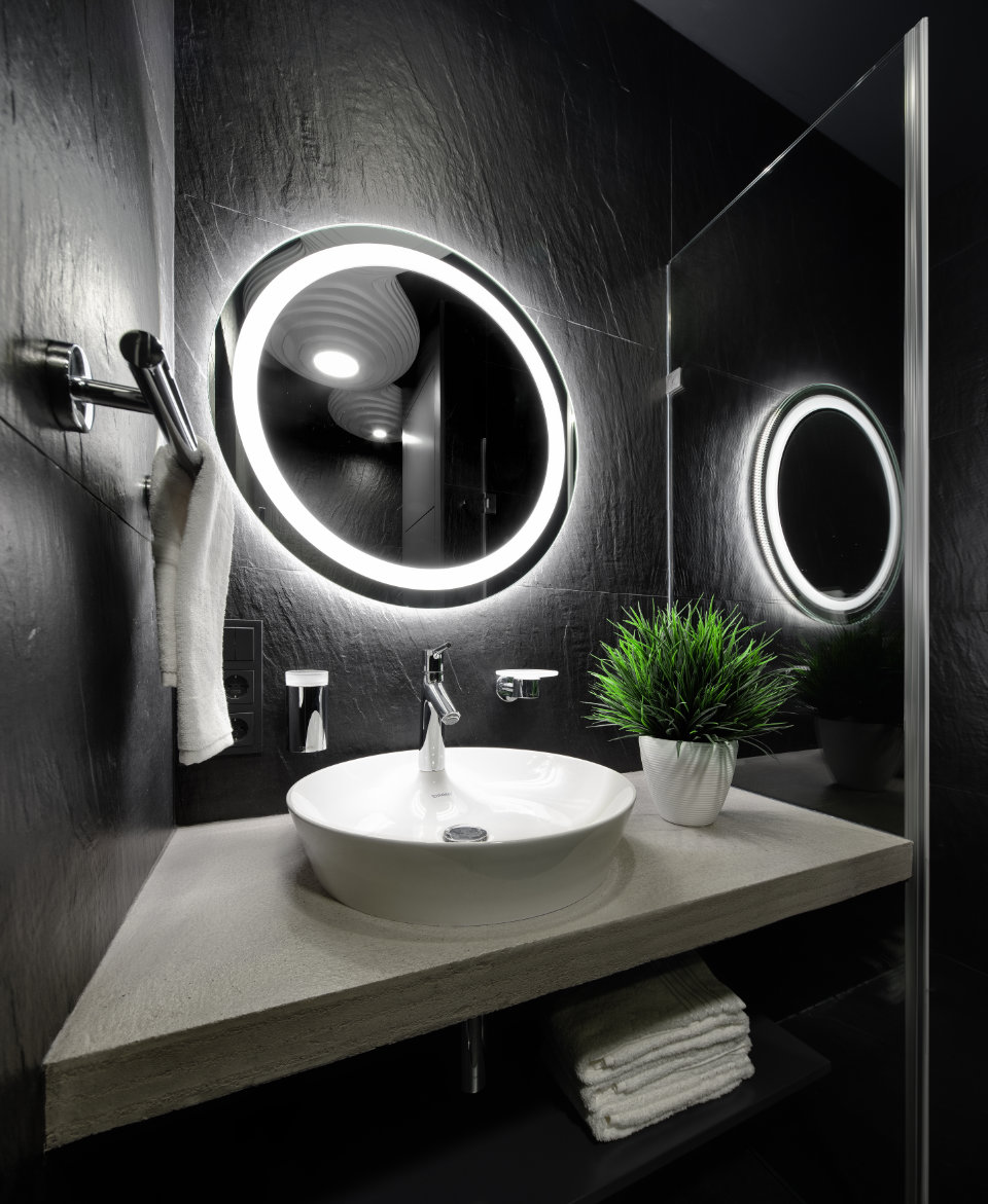 чорна ванна кімната