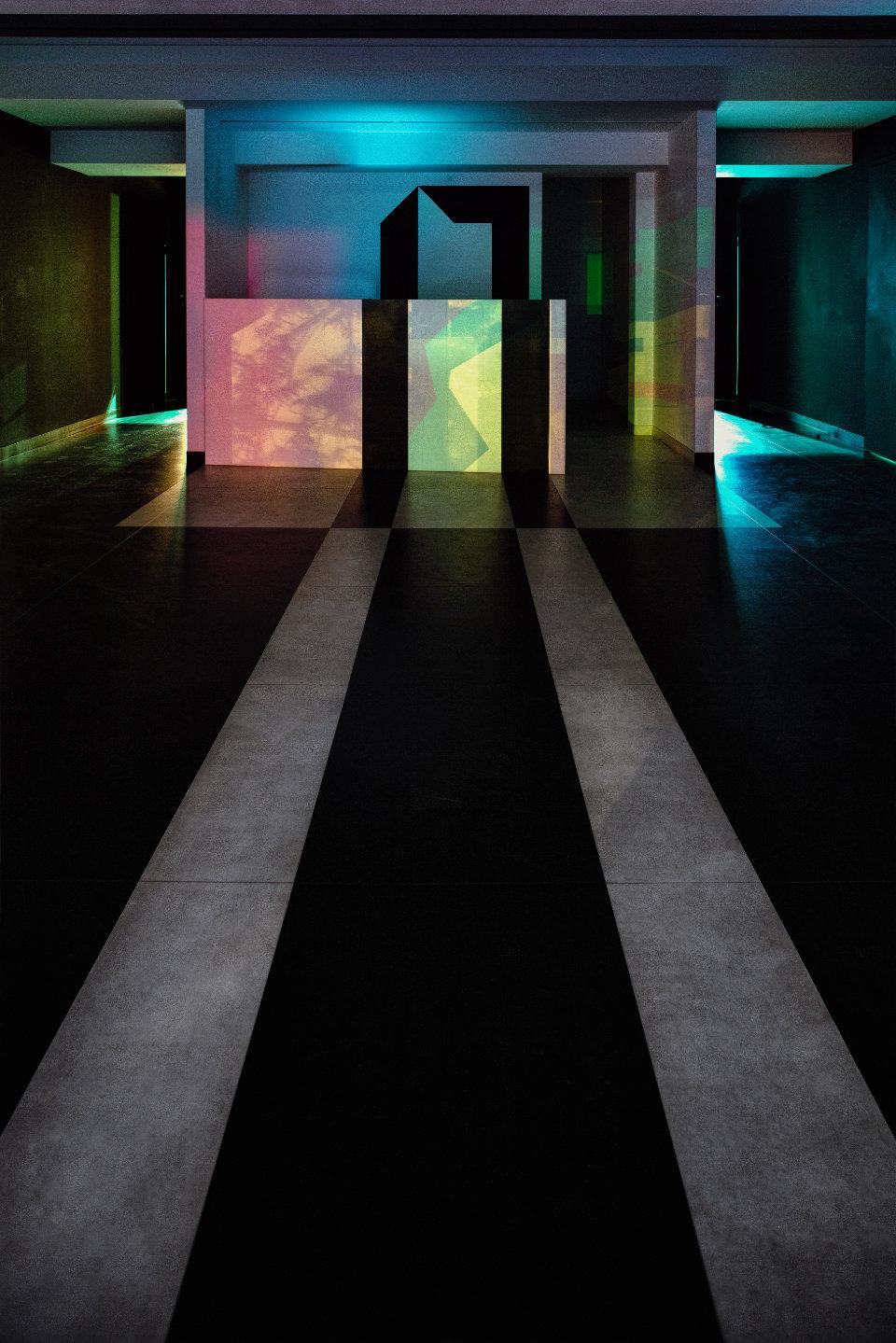 інтер'єр вхідної групи  центру сучасного мистецтва М17
